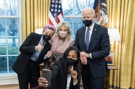 Megan Rapinoe and Margaret Purce with President Biden