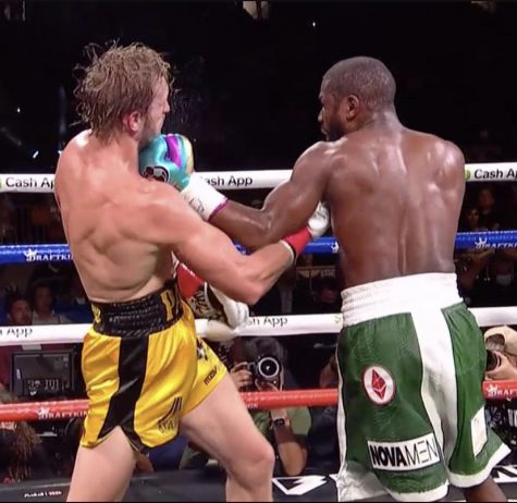 Logan Paul and Floyd Mayweather during their exibition fight.